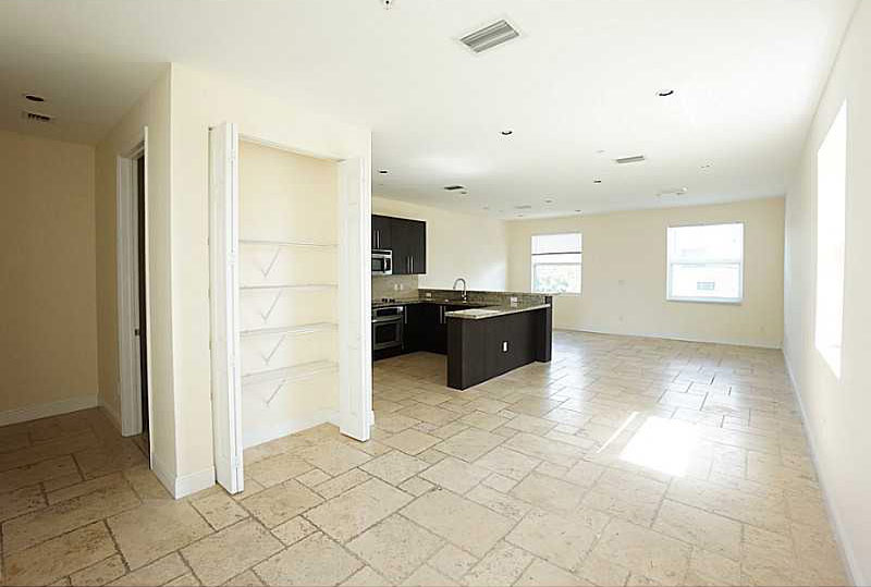 Renovated kitchen, lotos luxury townhomes for rent