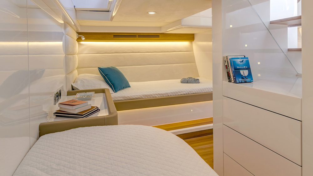 Alen 55 spacious Cabin for weekend cruises