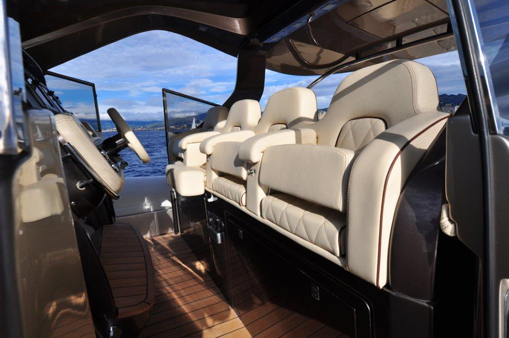 Helm station of the Strider 18 by SACS Marine