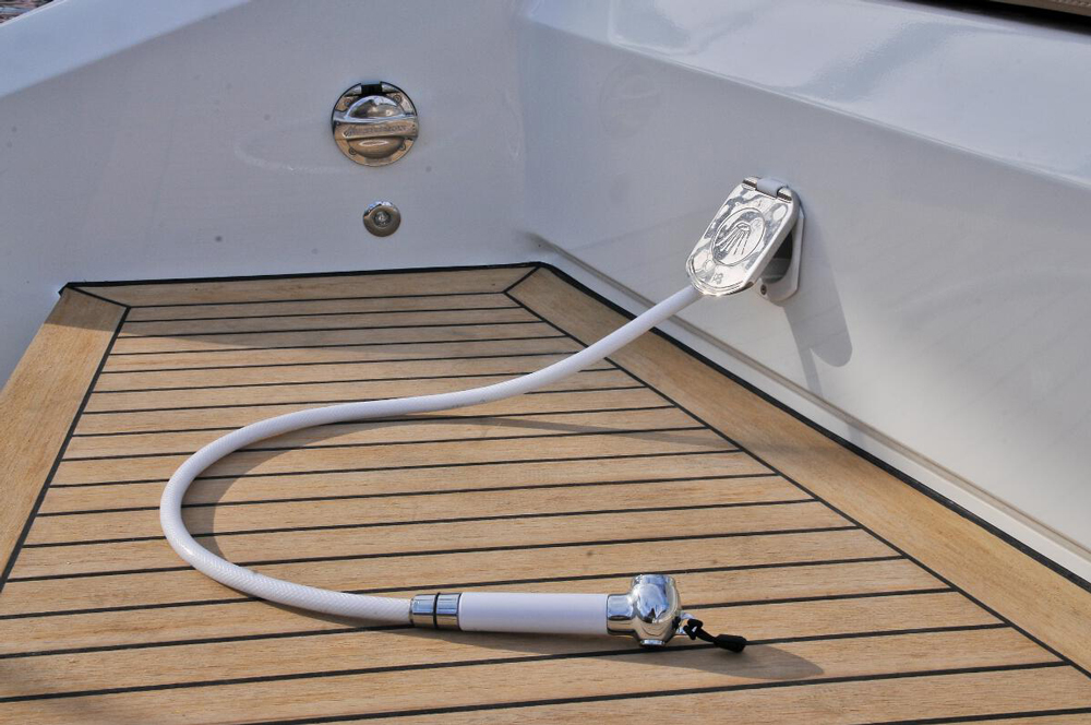 Stylish on-deck wash down on the vanquish 43