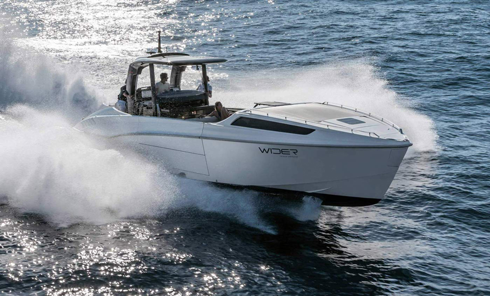 WIDER Yachts 42 Express Cruiser at max speeds