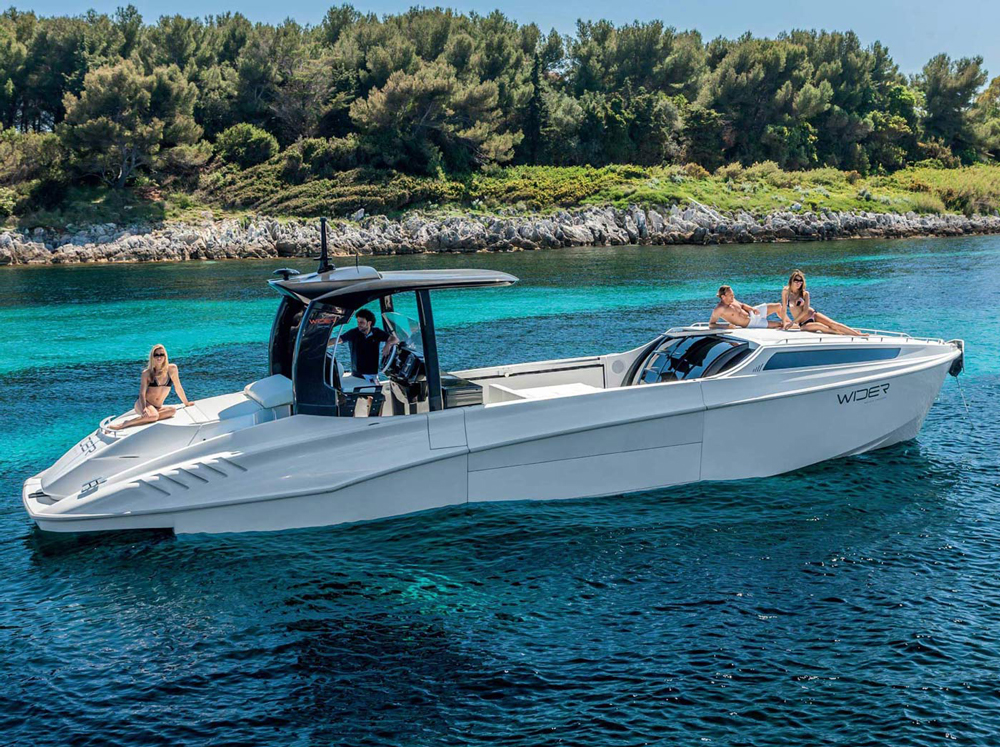 WIDER 42 luxurious day-cruiser in every sense