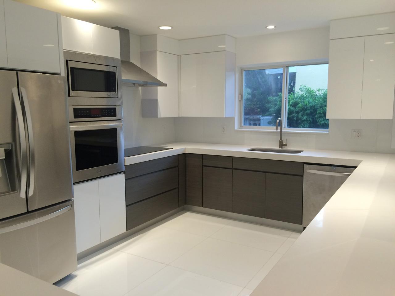 Ultra modern kitchen in Keystone Point Waterfront Villa For Sale