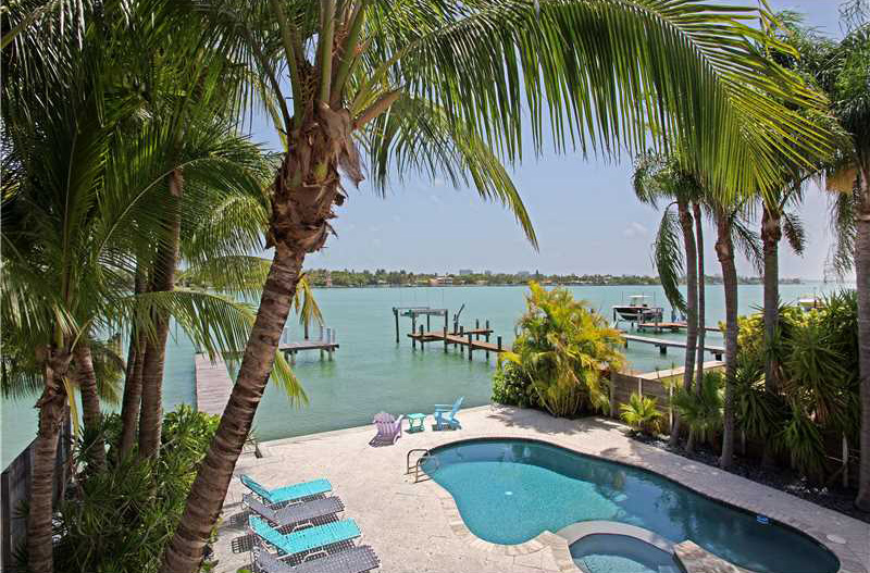 Private dock, large pool, walking distance to the beach